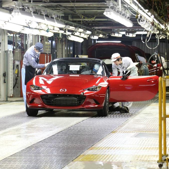 Mazda MX-5, inizia la produzione della spiderina. In attesa della cugina Fiat 124
