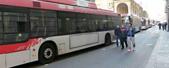 """Reggio Emilia, bus per studenti a fuoco e guasti: """"E' allarme sicurezza trasporti"""""""