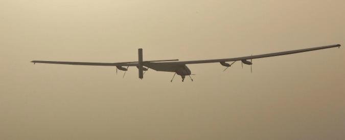 Solar Impulse 2, decollato l'aereo a 'energia solare': farà il giro del mondo
