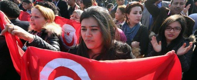 Tunisi, Isis non fermerà la 'primavera'. La marcia del Forum mondiale e due giovani sposi