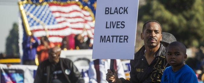 """Usa, polizia uccide nero disarmato in Georgia: """"Forse era malato mentale"""""""