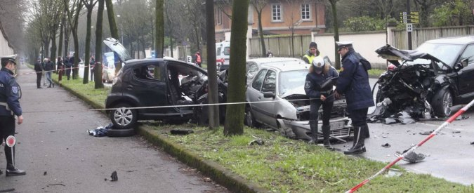 Incidente Monza, investe 5 auto e fugge: morto un 15enne, grave sua madre
