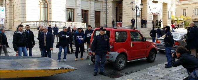 Reggio Calabria, uomo spara davanti a teatro del convegno Md con Orlando