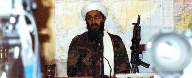 Osama Bin Laden, libri e kalashnikov: le foto inedite del rifugio in Afghanistan