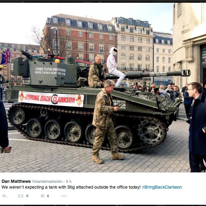 Top Gear, 1 milione di firme per Jeremy Clarkson. Stig le porta col carro armato