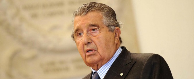"""Carlo De Benedetti, """"salvò l'Olivetti"""". E la Francia gli dà la Legion d'Onore"""