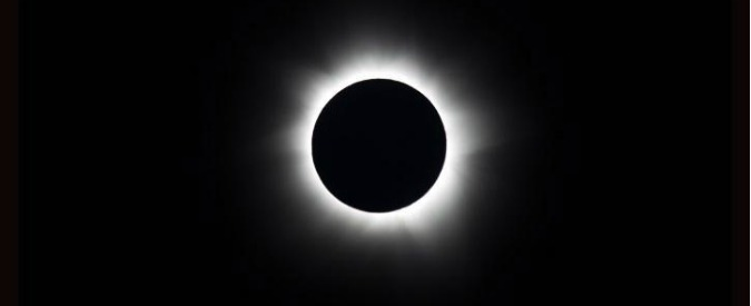 Eclissi di Sole in diretta streaming. Timori per possibili blackout