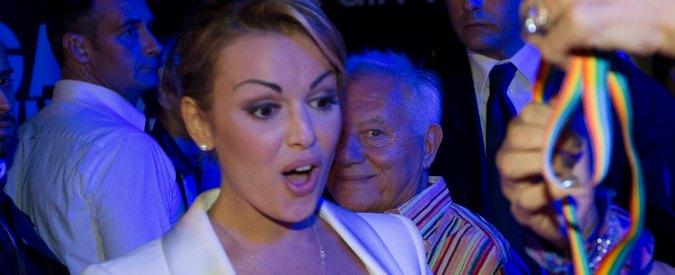 """Francesca Pascale dopo l'assoluzione di Berlusconi: """"Orgogliosa di stargli accanto"""""""
