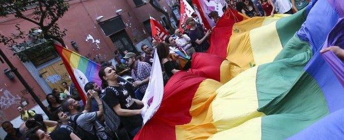 Omofobia, a Modena all'assemblea degli studenti la preside lascia fuori l'Arcigay