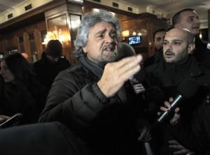 Roma, Beppe Grillo esce dall'Hotel Forum