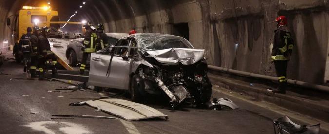 Brescia, camion perde carico: due morti. Gravi un bambino e una donna