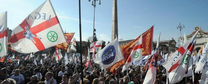 """Lega a Roma, Salvini: """"Lasceremo pulito"""". Comune: """"Centro imbrattato da adesivi"""""""