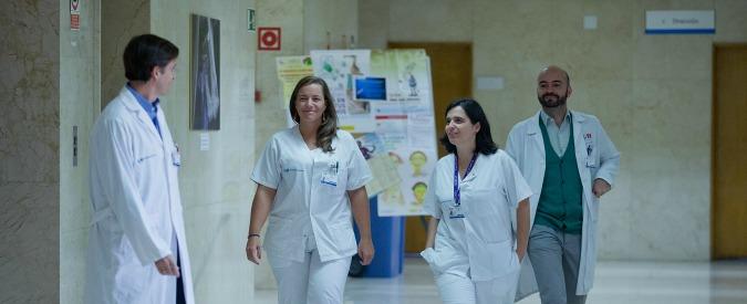 Medici, turni massacranti e faccendieri di salute