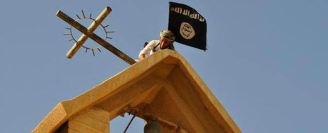 Isis, violati i simboli cristiani. Bandiera nera al posto della croce sulla chiesa