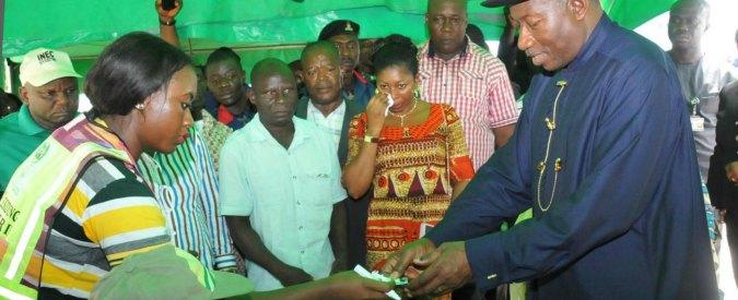 """Nigeria, Buhari vince le elezioni. Usa e Gb: """"Segnali di interferenze ai seggi"""""""