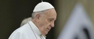 """Attentati Parigi, Papa Francesco: """"Maledetti coloro che operano per la guerra e le armi"""""""