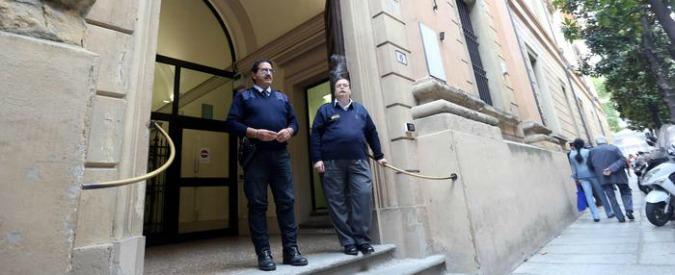 Bologna, suicidio dopo inchiesta su furto, polemica sul pm: 'Negato diritto a difesa'