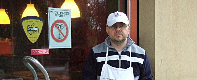 """Senigallia, """"i politici non entrano"""". Cartello del barista finisce in prefettura"""