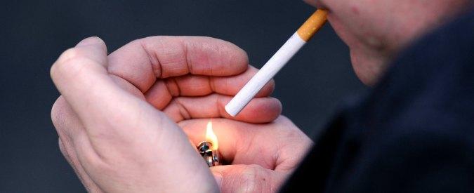 Fumo, sì a nuovi divieti e immagini choc. Lo spot-tv la butta in ridere: 'Ma che, sei scemo?'