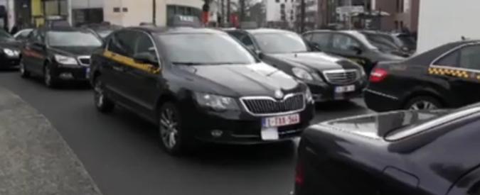 """Uber, a Torino driver investe 4 tassisti. L'autista: """"Volevano aggredirmi"""""""