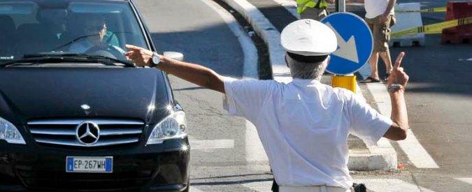 Cuneo, vigile licenziato: si dava malato per lavorare come istruttore di sub