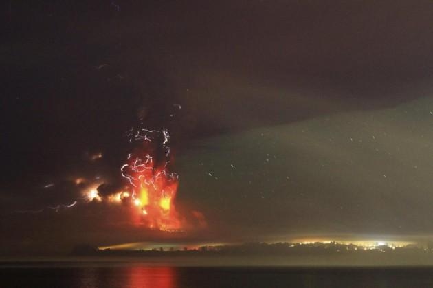 Cile, spettacolare eruzione del vulcano Calbuco