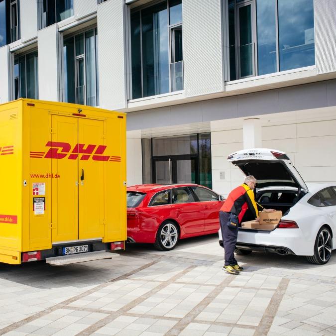Audi, tu ordini su Amazon, il corriere DHL ti mette il pacco in macchina