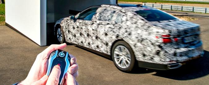 BMW Serie 7, ammiraglia telecomandata: sarà la prima a parcheggiare da sola