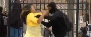 """Baltimora, madre che ha picchiato figlio: """"Non voglio che lo uccidano come Gray"""""""