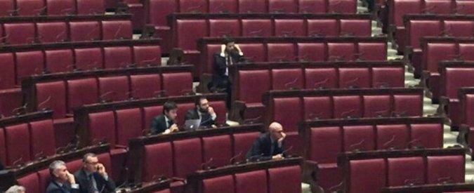 Montecitorio: arriva Renzi per riferire sul naufragio, mancano i deputati
