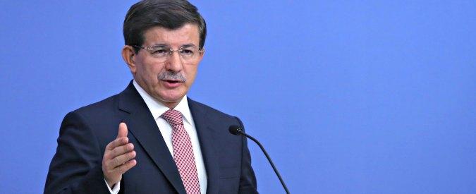 """Genocidio Armenia, il premier turco: """"Il Papa ha aderito al fronte del male"""""""