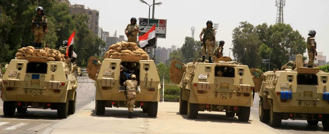 """Libia, media: """"Egitto ammassa truppe al confine per invadere e combattere Isis"""""""