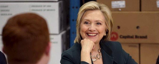 """Elezioni Usa 2016, Hillary Clinton si veste da donna """"normale"""". All'ombra di Bill"""