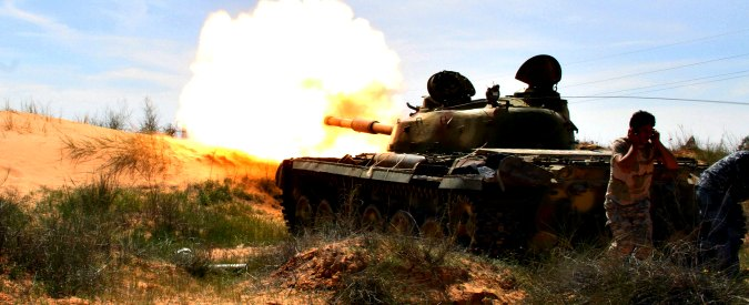 Libia, l'Italia aspetta il nuovo governo per intervenire. Ma il Paese rimane nel caos