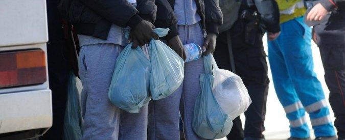 """Migranti, il don: """"A Ferrara pronti ad accoglierne mille"""". Ma Vescovo smentisce"""