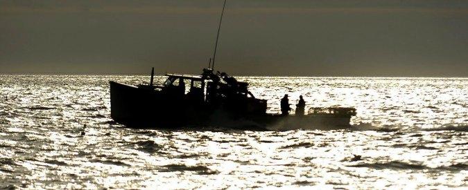 """Libia, blitz della Marina. Peschereccio sequestrato """"naviga verso Lampedusa"""""""