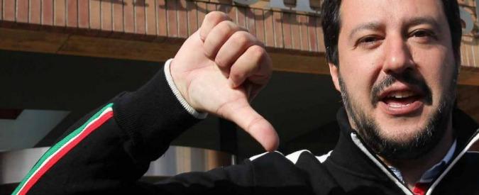 """Gianni Morandi, lo attacca pure Salvini: """"I migranti portali a casa tua"""""""