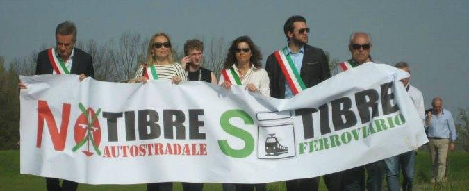 """Autostrada TiBre, comitati e sindaci contro """"la colata"""": """"Al suo posto il treno"""""""
