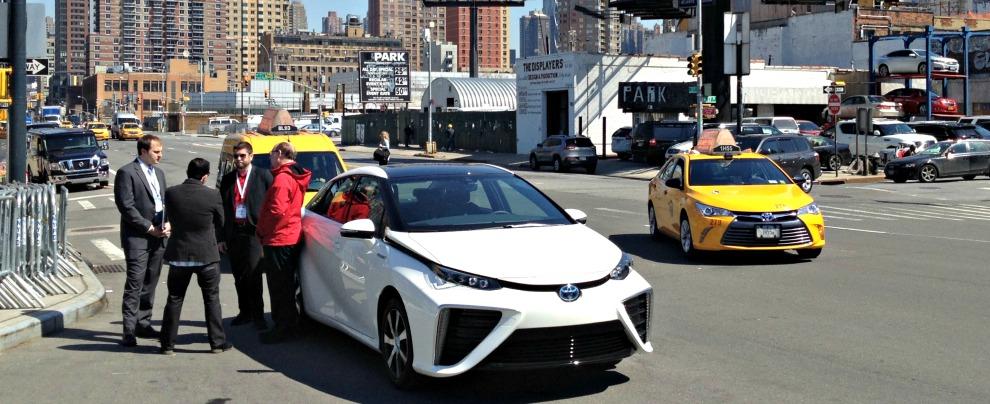 Toyota Mirai, abbiamo guidato l'auto a idrogeno. Che, sorpresa, è molto normale