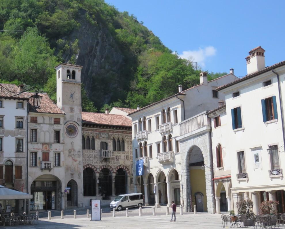 La splendida piazza di Vittorio Veneto, città d'arte