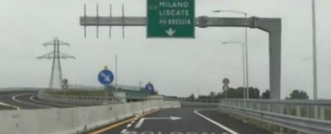 """Lombardia, """"troppe autostrade poco trasporto pubblico"""". E in consiglio spunta emendamento per tangenziale Ovest"""
