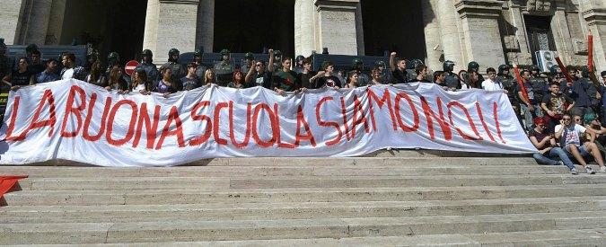 Ddl Buona scuola, docenti e sindacati in piazza: flash mob di lumini e corteo
