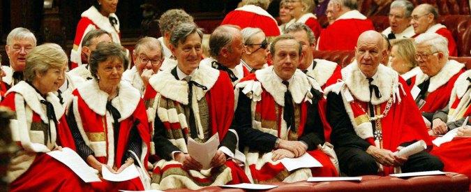 Conflitto d'interessi: ai parlamentari vietati affari e regali. Ma solo all'estero