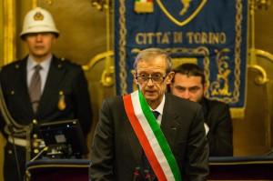 Piero Fassino apre il Consiglio Comunale per una commemorazione della strage di Parigi