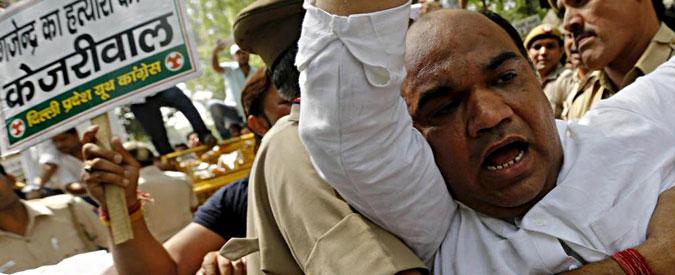India, polemiche per il suicidio di un contadino durante il comizio dell'Aap