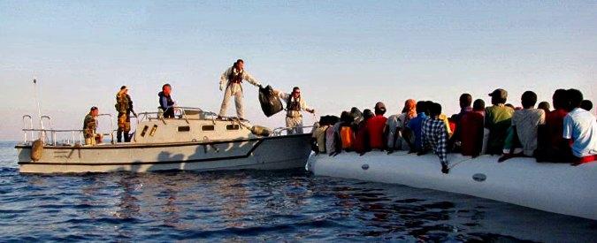 Immigrazione, affonda gommone al nord della Libia: recuperati 12 cadaveri