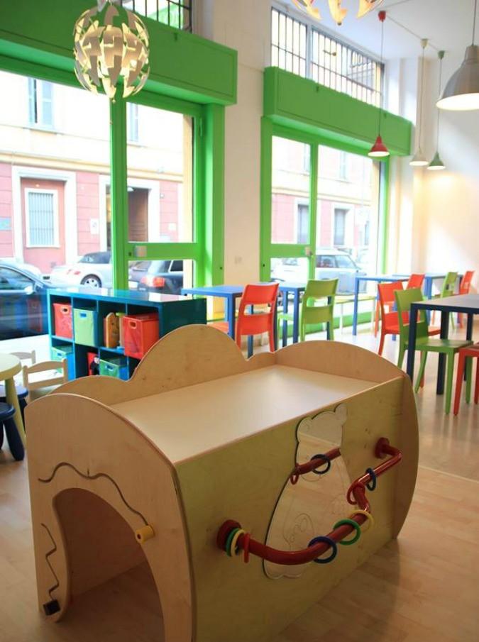 """Aperitivo con passeggino? A Milano nasce il primo """"family bar"""", una caffetteria pensata per mamme e bimbi"""