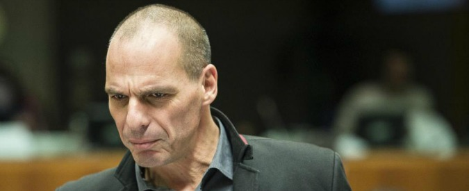 """Grecia, Varoufakis: """"Eurogruppo in guerra contro Atene, ha vinto grazie alle banche"""""""