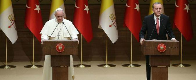 """Genocidio Armenia, Erdogan avverte il Papa: """"Lo condanno, non ripeta errore"""""""