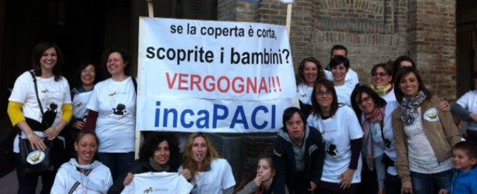 """Pizzarotti presenta bilancio: """"Debito ridotto"""". Fischi da genitori per tagli scuole"""